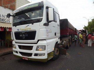 Acidente envolvendo moto e caminhão deixa quatro vítimas em estado grave em Oeiras 9