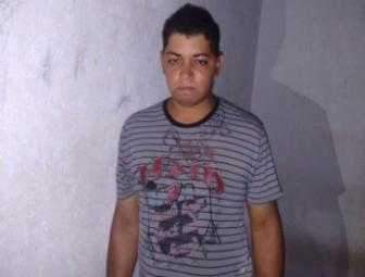Homem é preso após assaltar loja de celulares no centro comercial de Oeiras 15