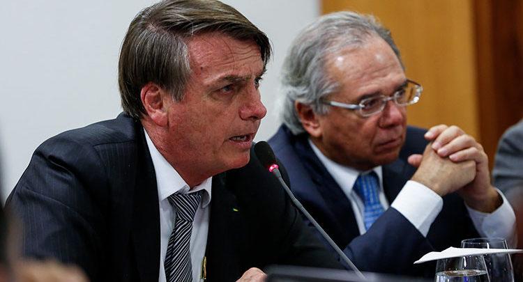 'Tira isso daí porque estou apanhando muito', disse Bolsonaro a Guedes 1