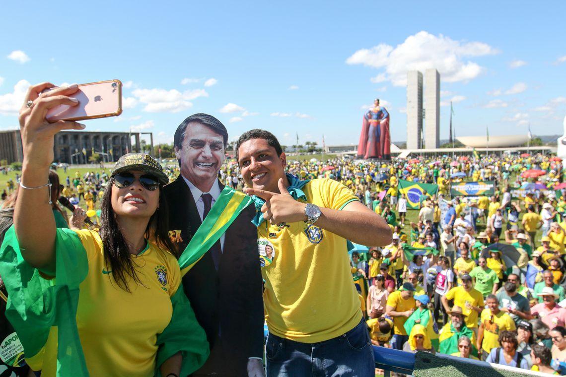 """Presidente destaca """"caráter pacífico"""" de atos em defesa do governo 2"""