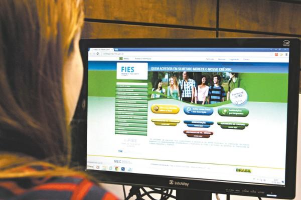 Educação: MEC suspende pagamento de parcelas do FIES 1