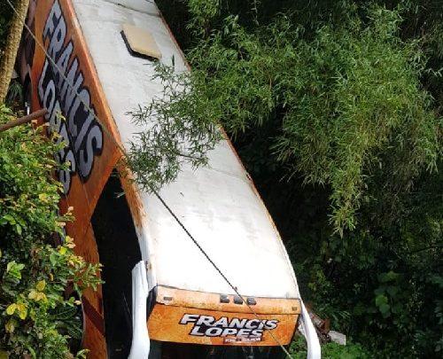Ônibus do cantor Francis Lopes sofre acidente em São Paulo 1