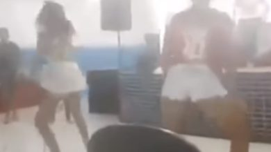 Jovens dançam funk até o chão durante culto em igreja fica assustada 5
