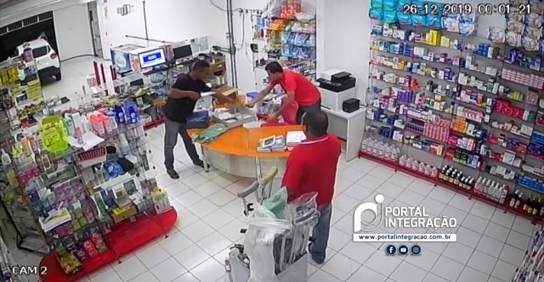 Farmácia 24horas é alvo de assaltante em Oeiras 1