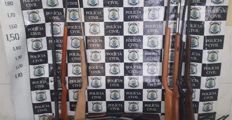 Polícia Civil apreende 18 armas e munições em uma residência em SRN 1