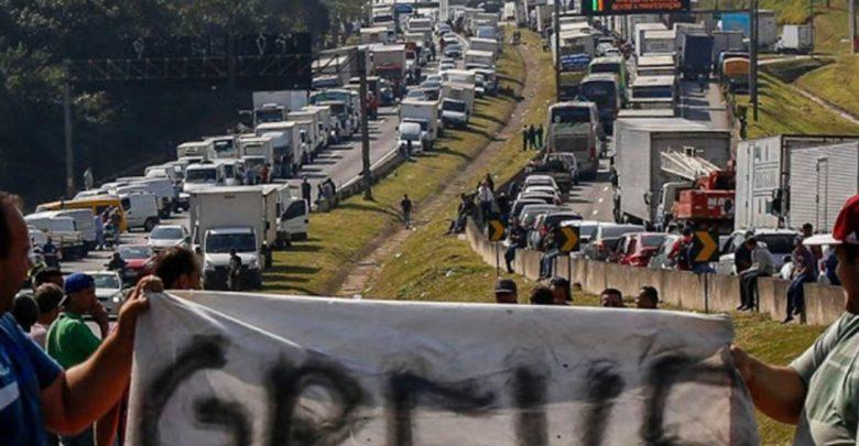 Semana começa com ameaça de paralisação de caminhoneiros pelo País 1