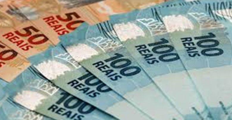 Bolsonaro confirma novo salário mínimo de R$ 1.045 a partir de fevereiro 1