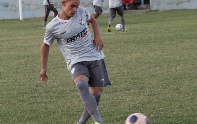 Oeirense, fã de Neymar, aos 19 anos, Bruce supera lesões e ganha espaço no time do Salgueiro 1