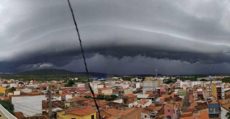 """""""Nuvens prateleiras"""" impressionam em Picos, Campo Maior e Teresina 1"""