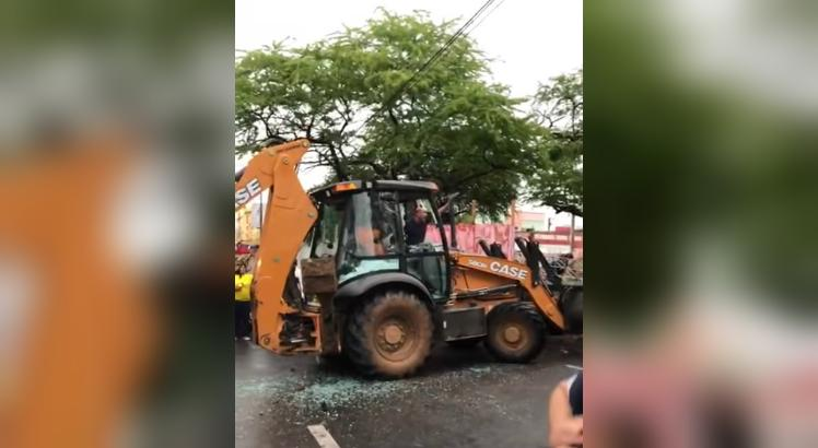 Senador Cid Gomes é baleado após atacar batalhão com retroescavadeira 2