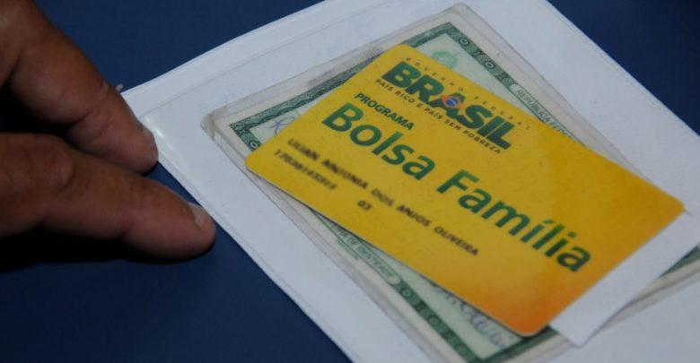 Governo Bolsonaro trava Bolsa Família em cidades pobres e fila chega a 1 milhão 1