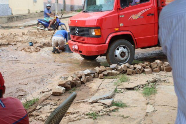 Moradora sofre prejuízos por conta de desvio na Avenida Antônio Tapety em Oeiras 4