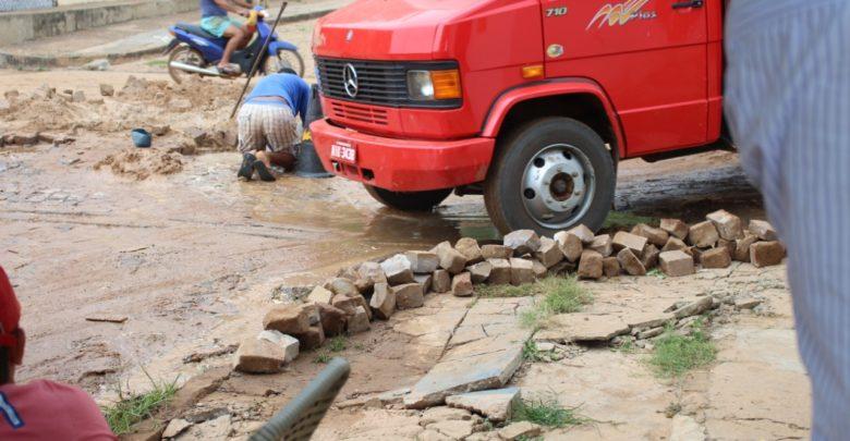 Moradora sofre prejuízos por conta de desvio na Avenida Antônio Tapety em Oeiras 1