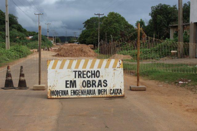 Moradora sofre prejuízos por conta de desvio na Avenida Antônio Tapety em Oeiras 2