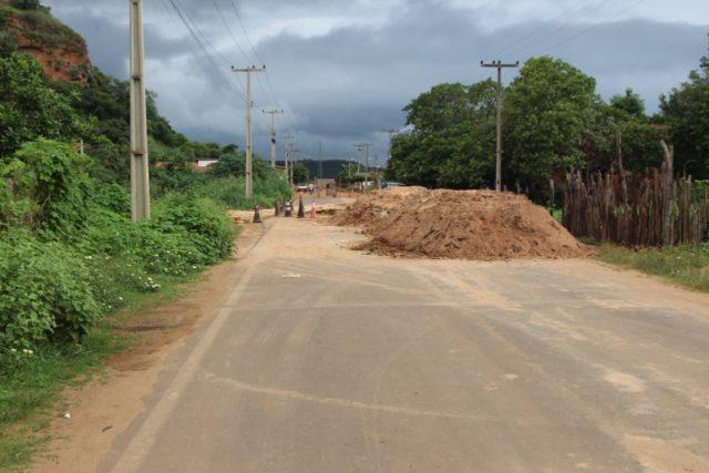Moradora sofre prejuízos por conta de desvio na Avenida Antônio Tapety em Oeiras 3