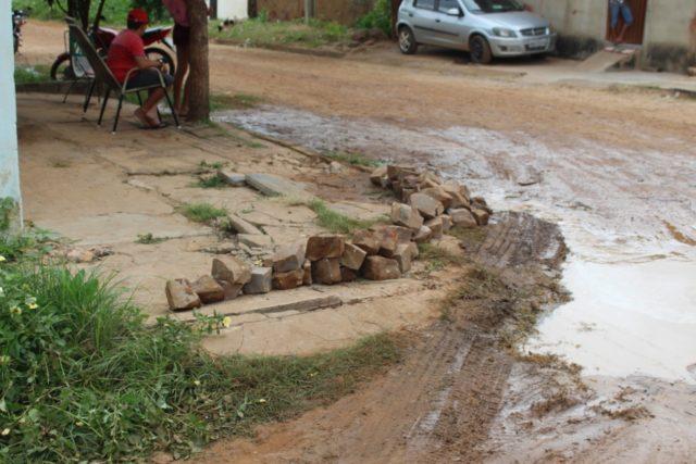 Moradora sofre prejuízos por conta de desvio na Avenida Antônio Tapety em Oeiras 6