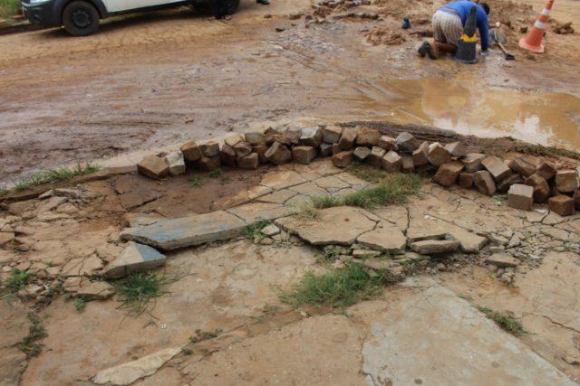 Moradora sofre prejuízos por conta de desvio na Avenida Antônio Tapety em Oeiras 9