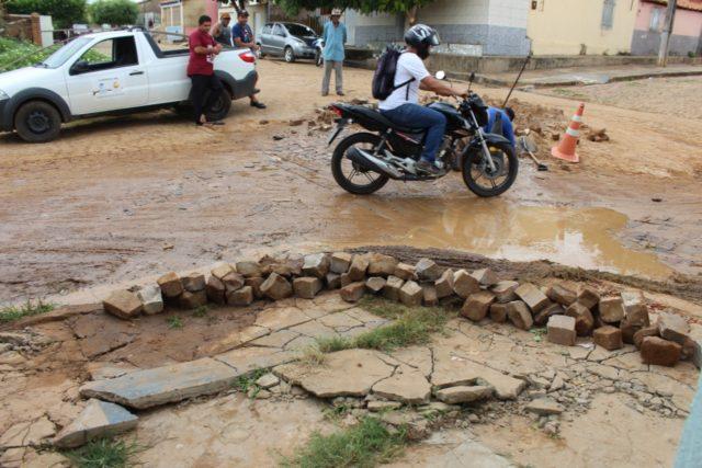 Moradora sofre prejuízos por conta de desvio na Avenida Antônio Tapety em Oeiras 10