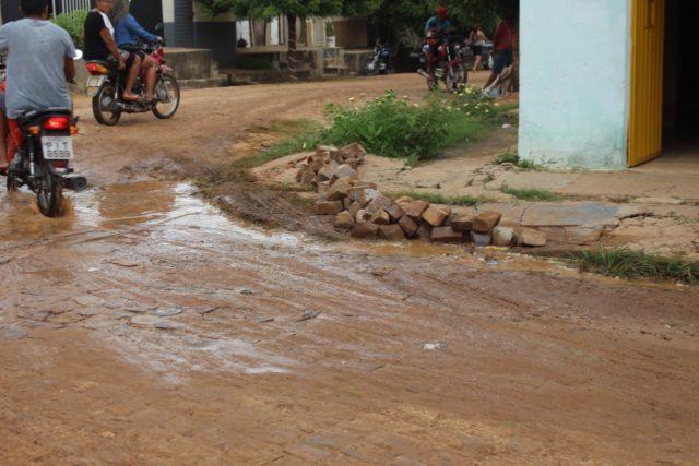 Moradora sofre prejuízos por conta de desvio na Avenida Antônio Tapety em Oeiras 12