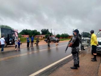 Ministério Público recomenda que PM fiscalize comércios e ônibus clandestino que chegam em Oeiras 1