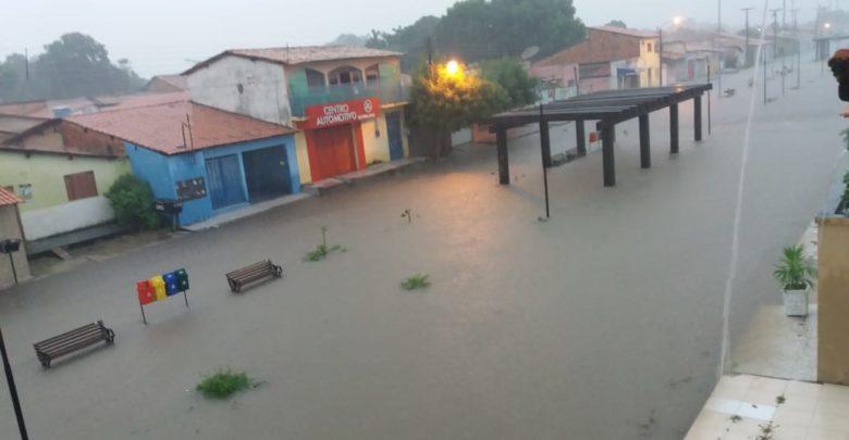 Chuvas alagam casas em Floriano e destroem lavouras em Nazaré do PI 1