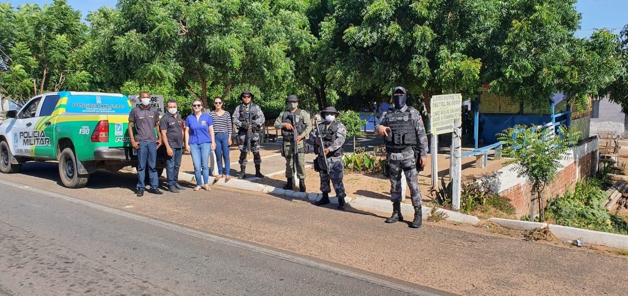Vigilância Sanitária de Oeiras e Polícia Militar realizam fiscalizações em veículos de transporte de passageiros e comércios 3
