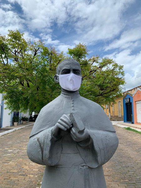 Com 9 casos de Covid, Oeiras coloca máscara em estátua como alerta 2
