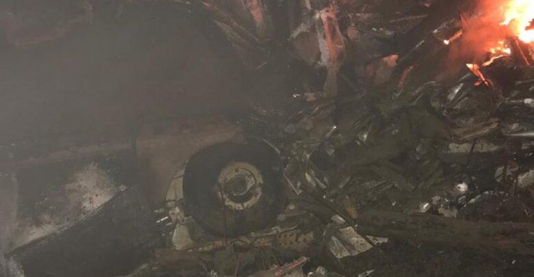 Bombeiros fazem operação para resgate dos corpos no local da queda de avião que transportava paciente de Covid-19 no Ceará 1