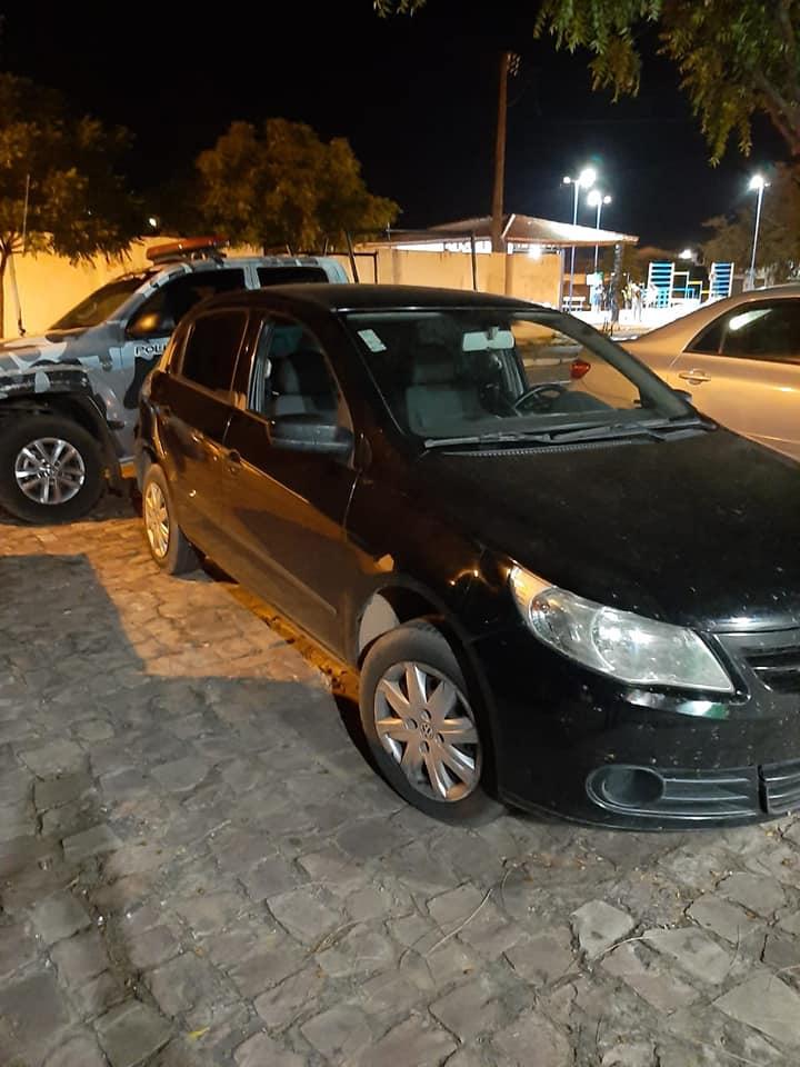 Polícia conduz suspeito portando cocaína para a delegacia regional de Oeiras 2
