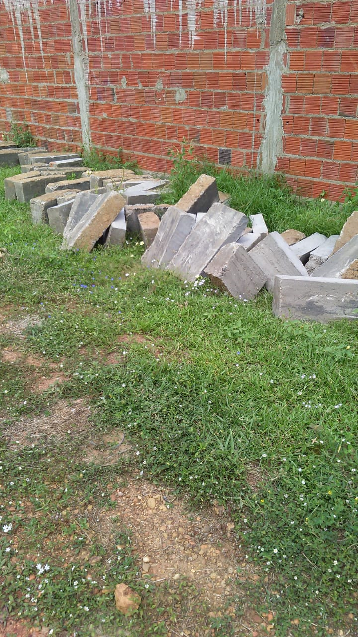 Moradores do Conjunto Raimundo Sá, bairro Uberaba reclamam das ações da construtora que irá realizar obra de pavimentação 3