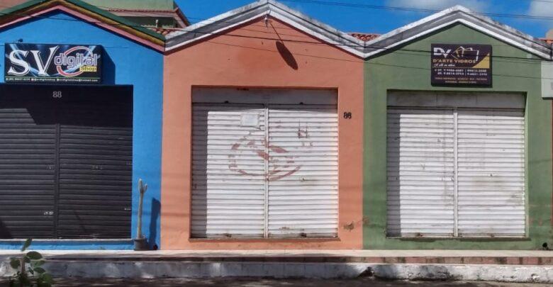 Bandidos arrombam vidraçaria na madrugada desta quinta-feira em Oeiras 1