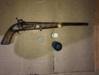 Três menores e arma de fogo são apreendidos pela PM após denúncia de disparos em Oeiras 1