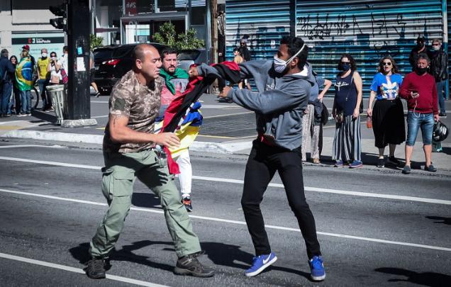 Explícito nas ruas, bolsonarismo neofascista se inspira em extremismo e anticomunismo da Ucrânia 1