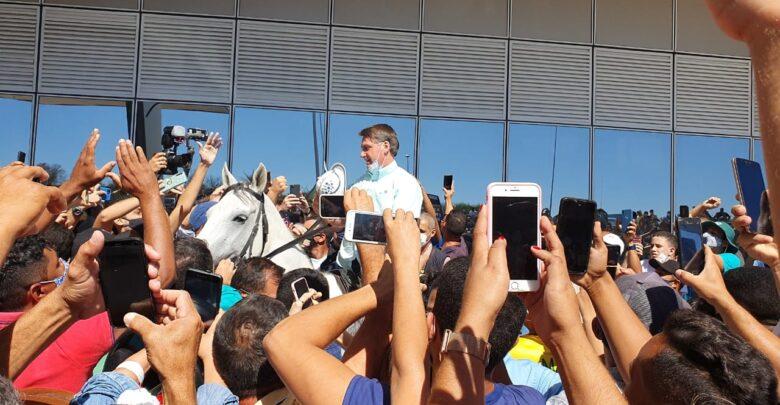 Jair Bolsonaro é recebido por multidão no Aeroporto de São Raimundo Nonato 1