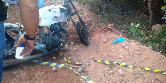 Corpo carbonizado é encontrado ao lado de motocicleta em cidade do Piauí 1