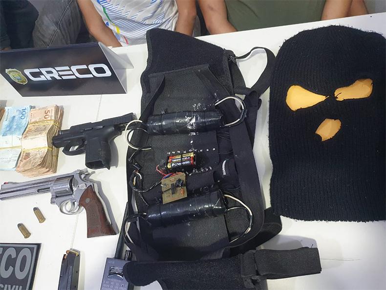 Grupo sequestra gerente de banco e coloca falsos explosivos em família durante roubo 2