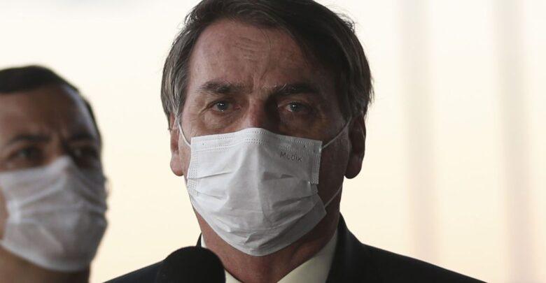 Bolsonaro sanciona lei que torna obrigatório o uso de máscara 1