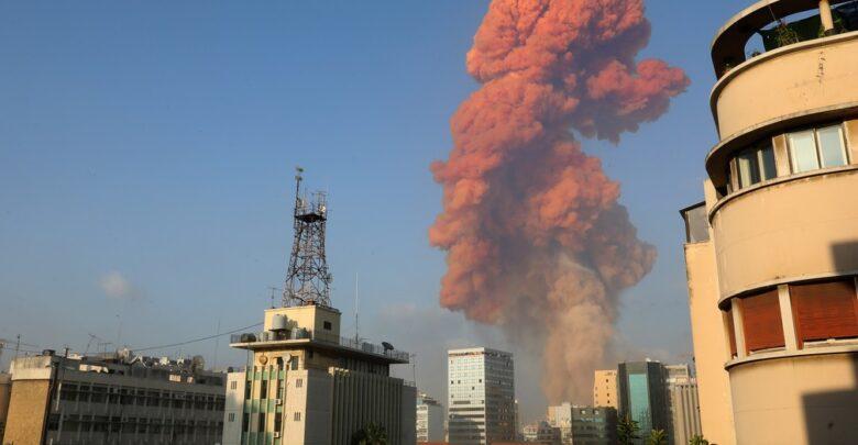 Uma grande explosão aconteceu na área portuária de Beirute no Líbano 1
