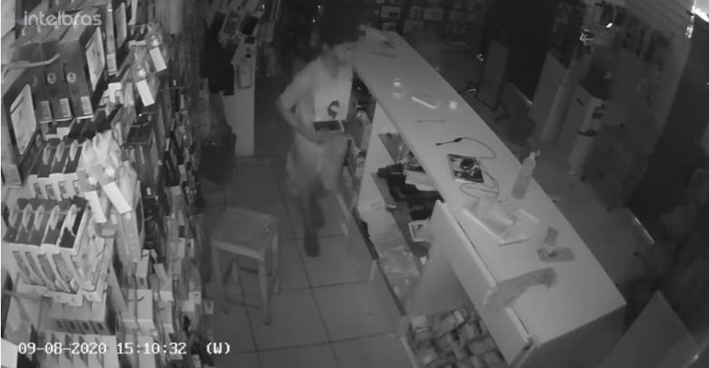 Menor furta loja de celular neste domingo, 09, em Oeiras 1