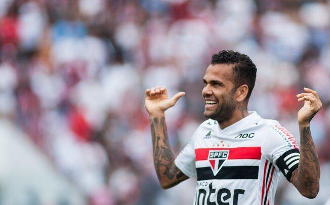 """Daniel Alves nega chance de se transferir para o Flamengo: """"No Brasil, só jogo no São Paulo"""" 1"""