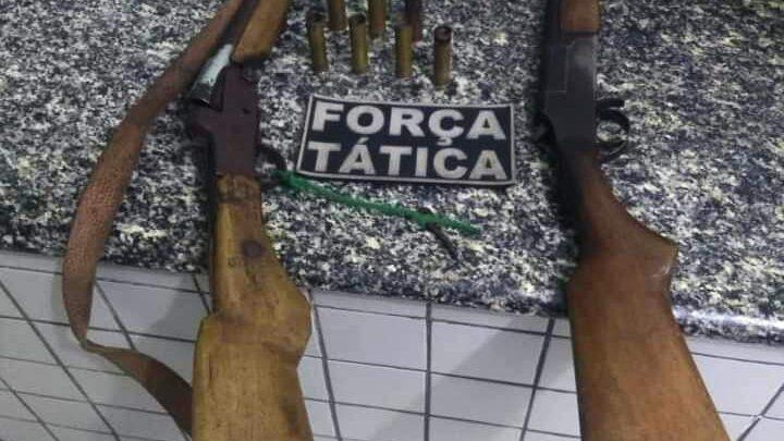 Dupla é presa por porte ilegal de armas em Valença do Piauí 1