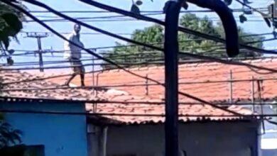 Suspeito de furto no PI sobe no telhado e se nega a descer por temer linchamento: 'vão me matar 5