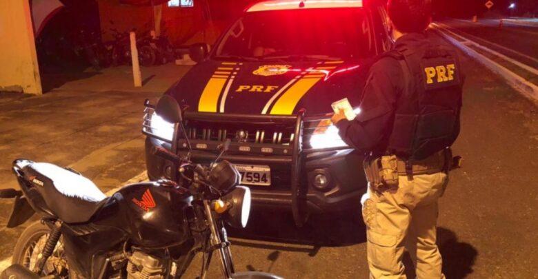 PRF flagra condutor utilizando carteira de habilitação falsa em Alegrete do Piauí 1