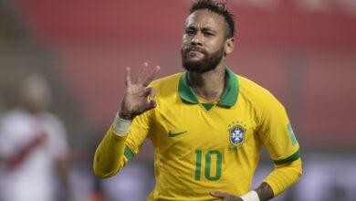 Neymar chega a 19 hat-tricks na carreira e mantém tradição de homenagear ídolos após feitos 4