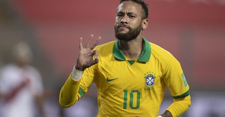 Neymar chega a 19 hat-tricks na carreira e mantém tradição de homenagear ídolos após feitos 1