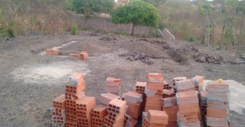 Após tentar construir casa sozinha, mulher recebe doações de materiais e mão de obra no Piauí 1