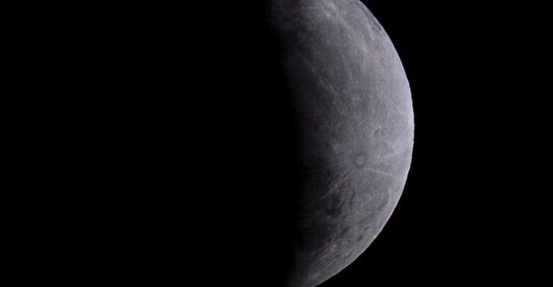 Nasa anuncia descoberta de água em estado líquido na Lua 1