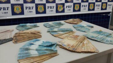 Homem é preso com R$ 74 mil em dinheiro e cheques em fundo falso na BR-230 4