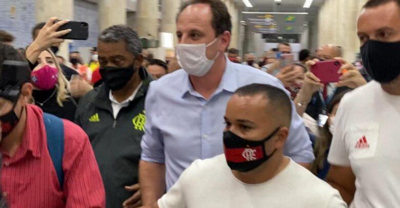 Técnico Rogério Ceni chega ao Rio para assinar com o Flamengo 1