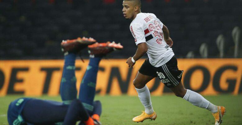 São Paulo goleia o Flamengo e avança à semi da Copa do Brasil 1